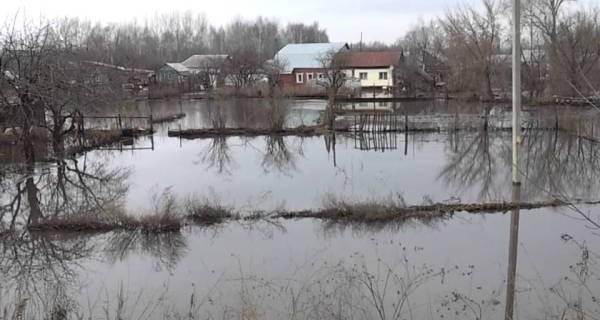 Весенний паводок. В зону подтопления попадают 83 населенных пункта