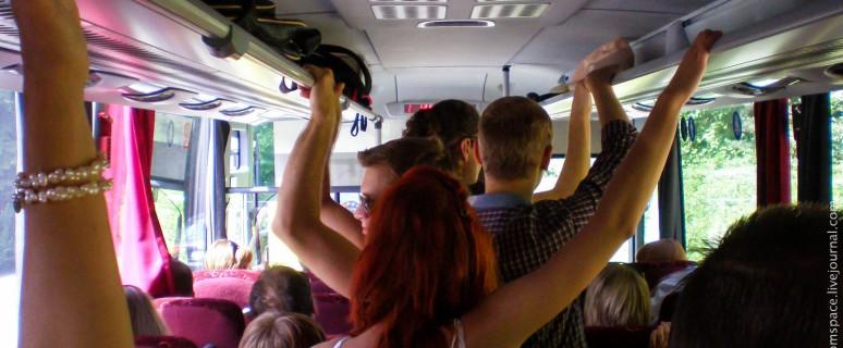 В переполненном автобусе видео может